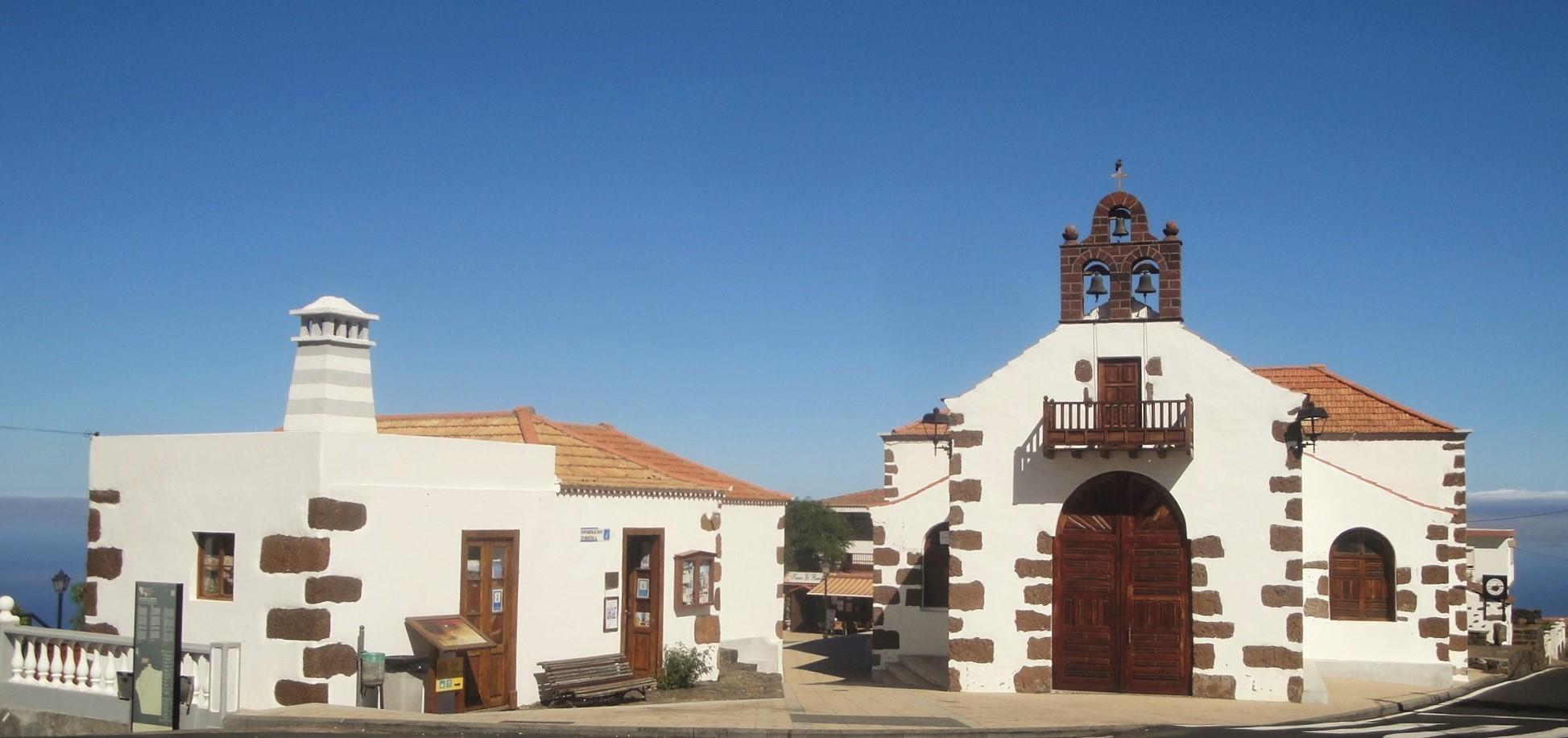 Las Tricias, église et place